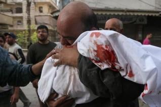 Un-homme-emporte-corps-enfant-24-avril-2014-Alep_0_730_342