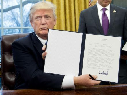 987076-president-donald-trump-signs-executive-orders